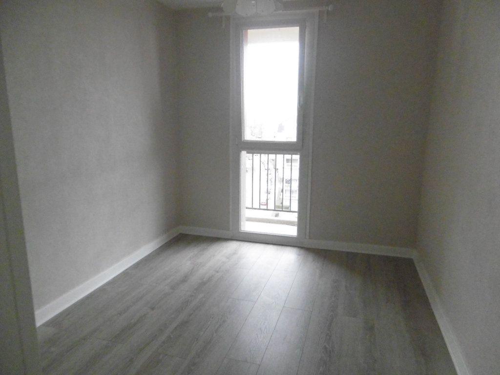 Appartement à louer 3 58.09m2 à Reims vignette-3