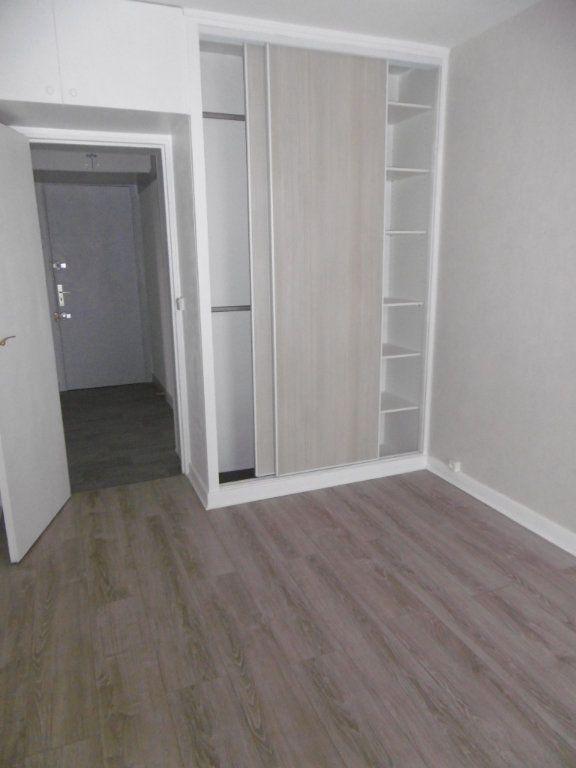 Appartement à louer 3 58.09m2 à Reims vignette-4