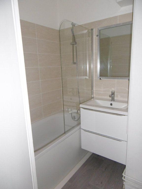 Appartement à louer 3 58.09m2 à Reims vignette-5