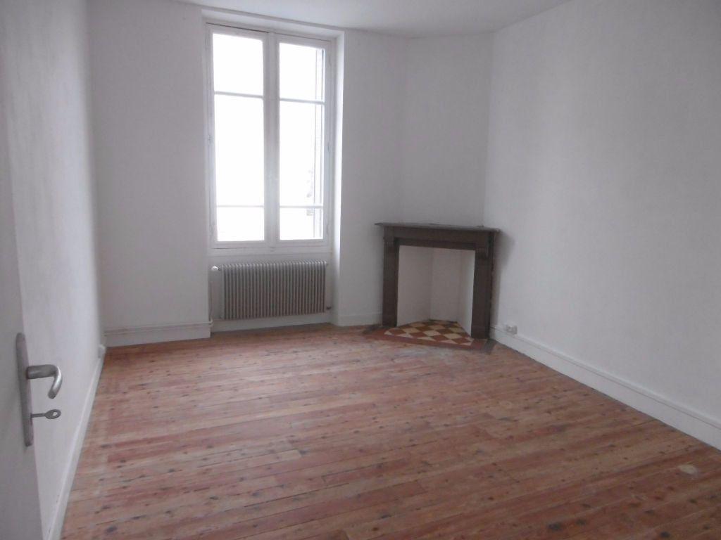 Appartement à louer 4 80.54m2 à Reims vignette-3