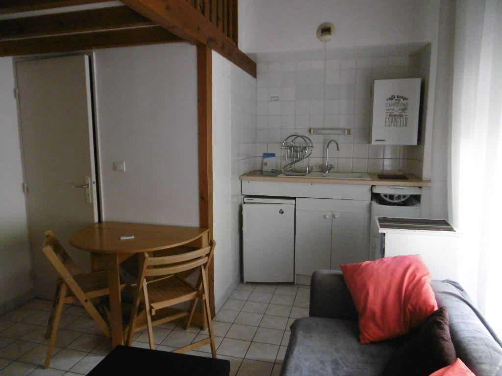 Appartement à louer 1 28.79m2 à Reims vignette-1