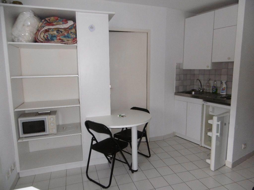 Appartement à louer 1 17.4m2 à Reims vignette-1