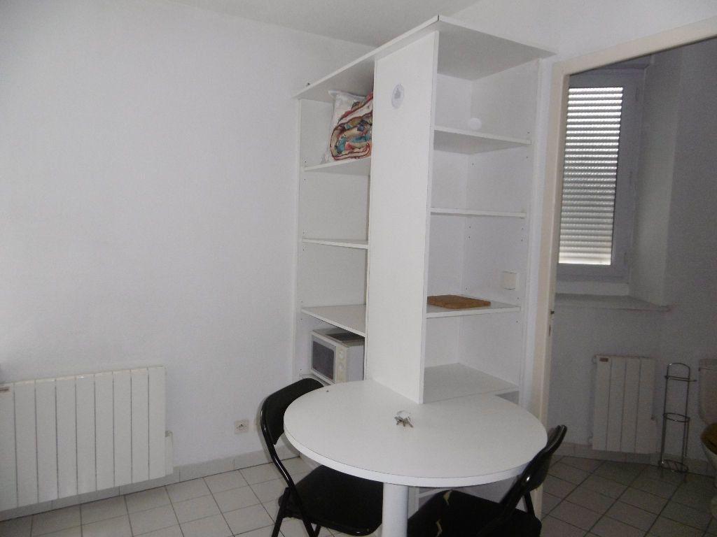 Appartement à louer 1 17.4m2 à Reims vignette-4