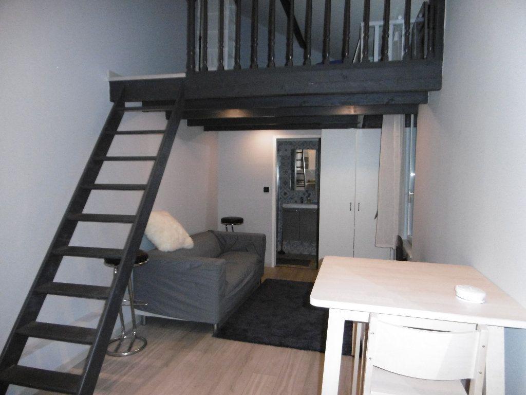 Appartement à louer 1 21.69m2 à Reims vignette-1