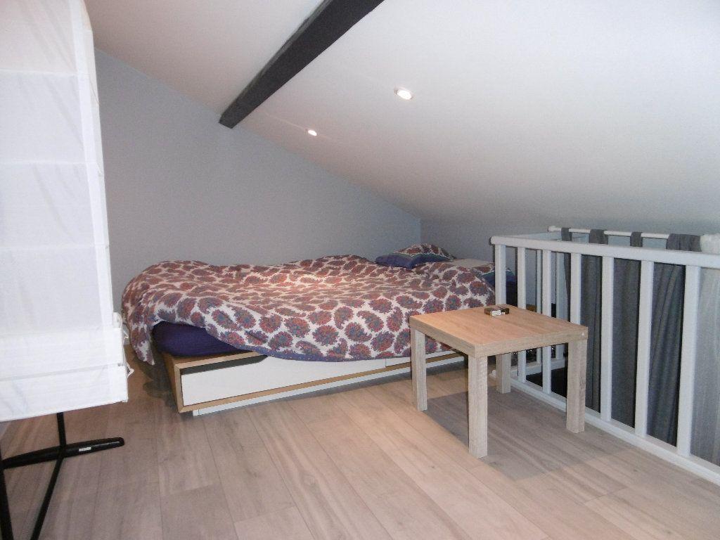 Appartement à louer 1 21.69m2 à Reims vignette-3