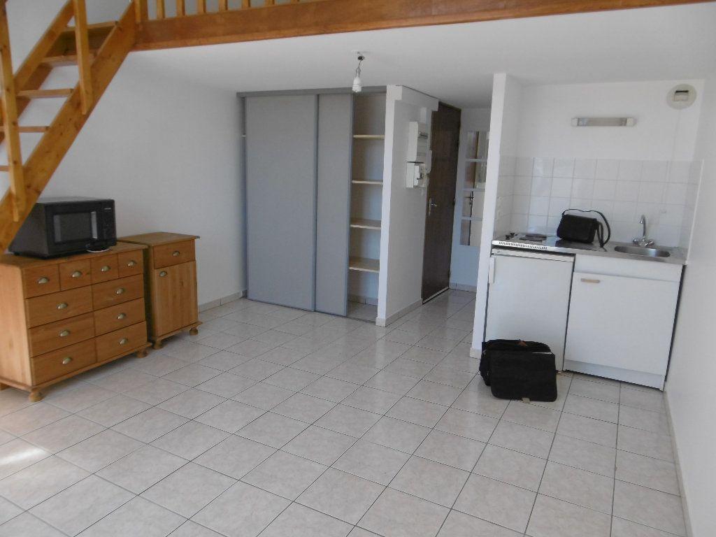 Appartement à louer 2 34.76m2 à Reims vignette-2