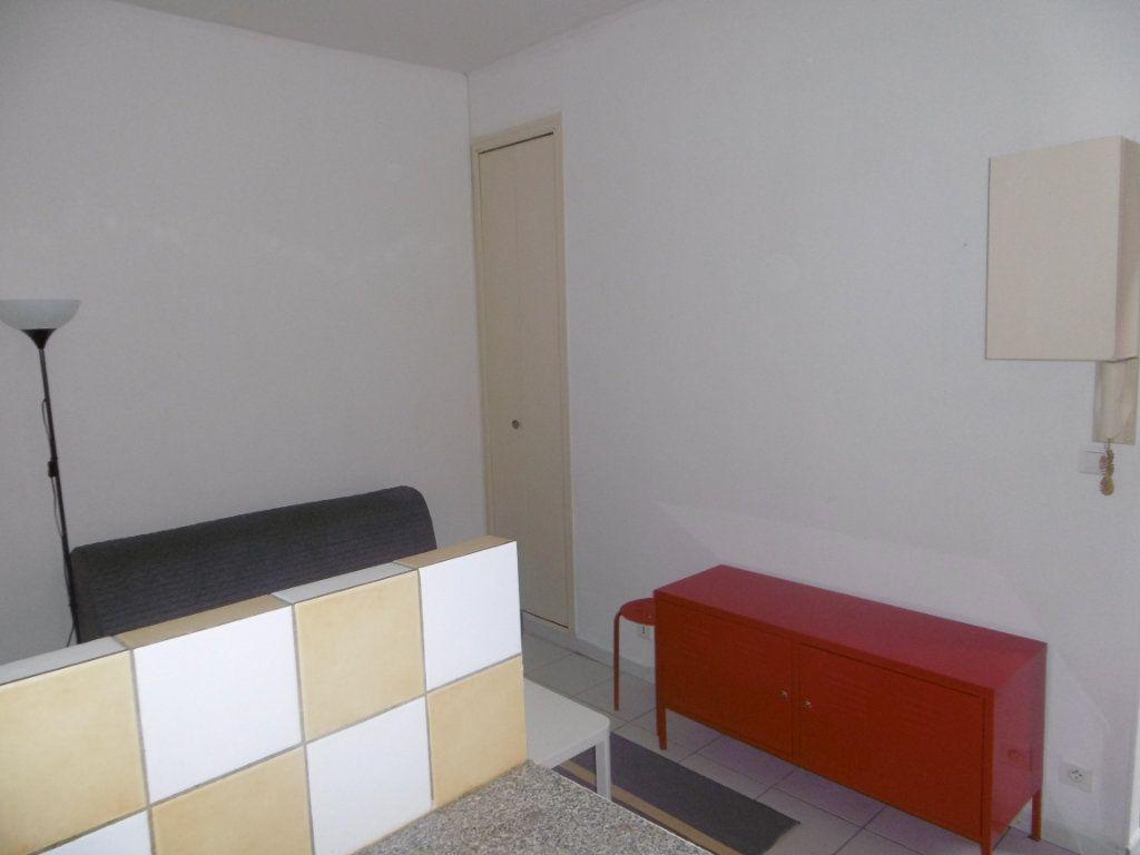 Appartement à louer 1 14.54m2 à Reims vignette-2