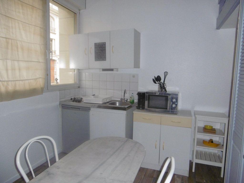 Appartement à louer 1 13.59m2 à Reims vignette-2