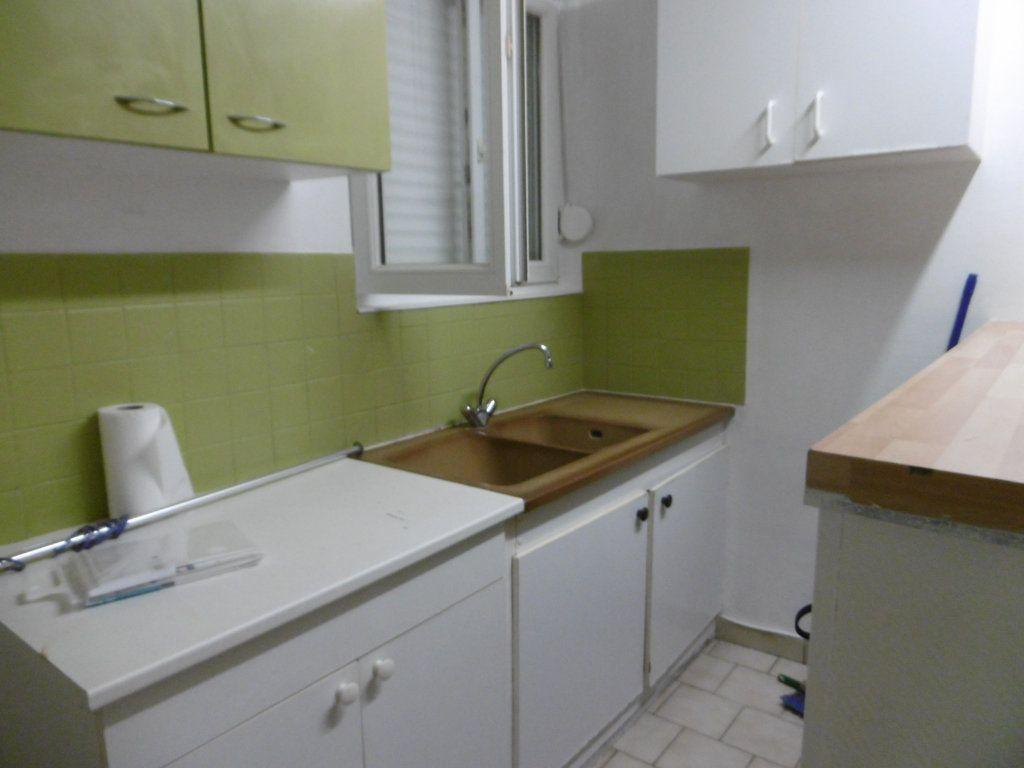 Appartement à louer 1 32.48m2 à Reims vignette-2