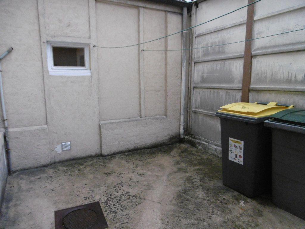 Appartement à louer 1 32.48m2 à Reims vignette-4