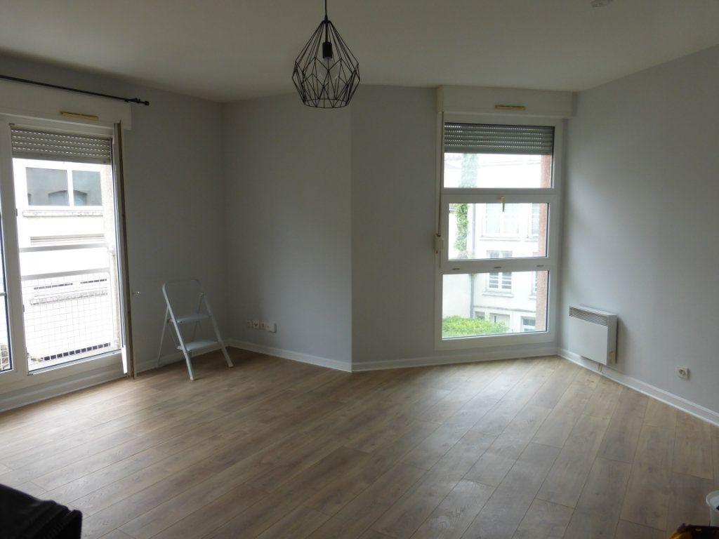 Appartement à louer 1 36m2 à Reims vignette-1