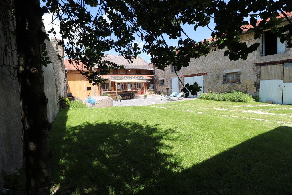 Maison à vendre 5 150m2 à La Neuville-en-Tourne-à-Fuy vignette-1