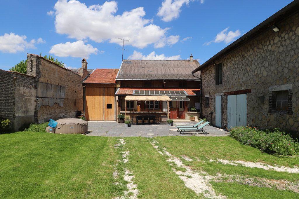 Maison à vendre 5 150m2 à La Neuville-en-Tourne-à-Fuy vignette-2
