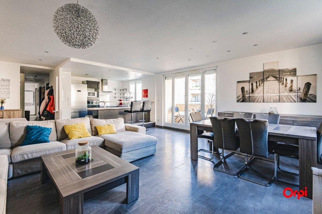 Appartement à vendre 5 109.64m2 à Reims vignette-2