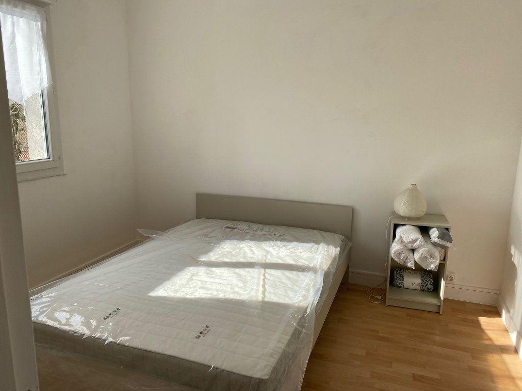 Appartement à louer 2 44.65m2 à Reims vignette-4