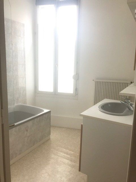 Appartement à louer 2 43.3m2 à Reims vignette-4