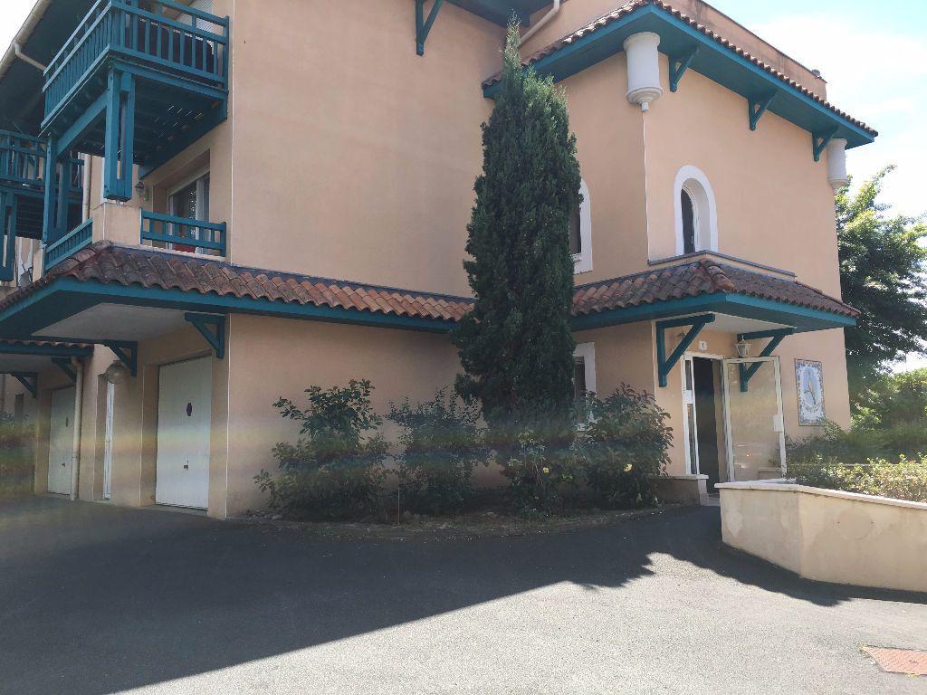 Appartement à louer 3 62.61m2 à Dax vignette-1