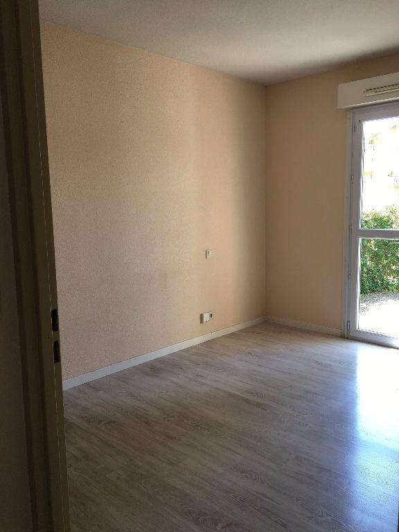 Appartement à louer 3 62.61m2 à Dax vignette-4