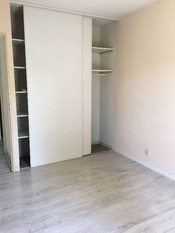 Appartement à louer 3 62.61m2 à Dax vignette-5