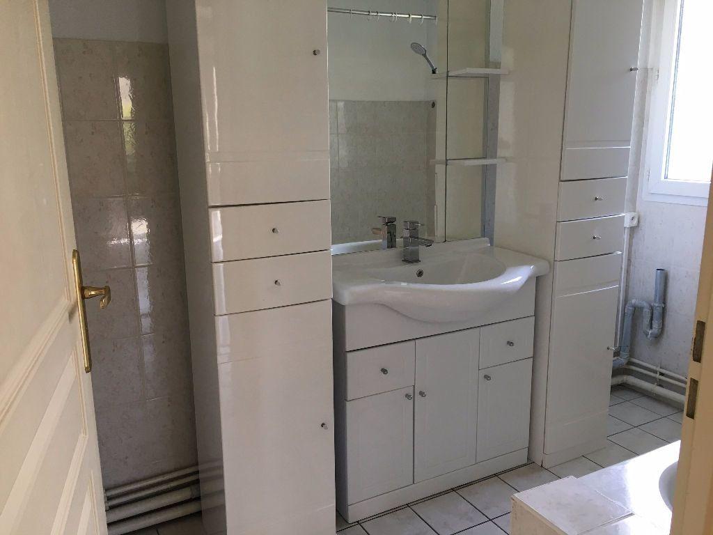 Appartement à louer 3 62.61m2 à Dax vignette-6
