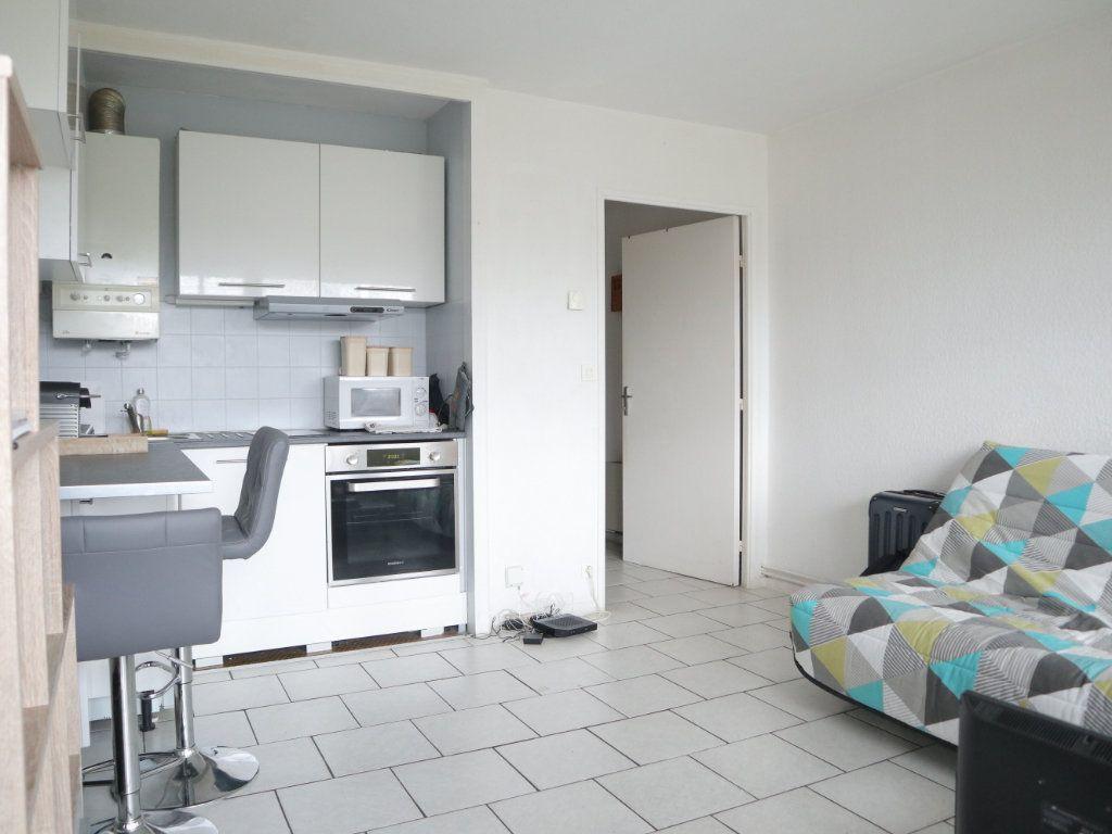 Appartement à louer 1 27m2 à Dax vignette-1