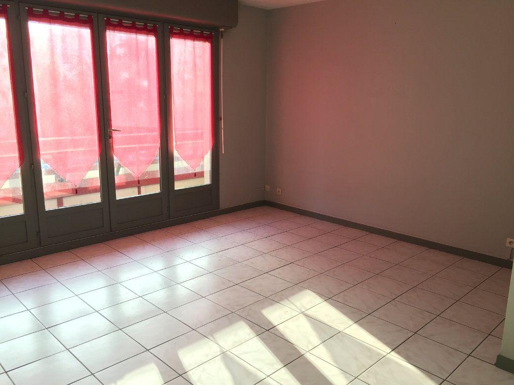 Appartement à louer 1 28.24m2 à Dax vignette-1