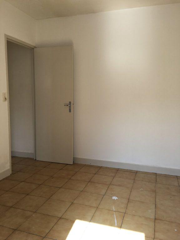 Appartement à louer 1 23.4m2 à Dax vignette-3