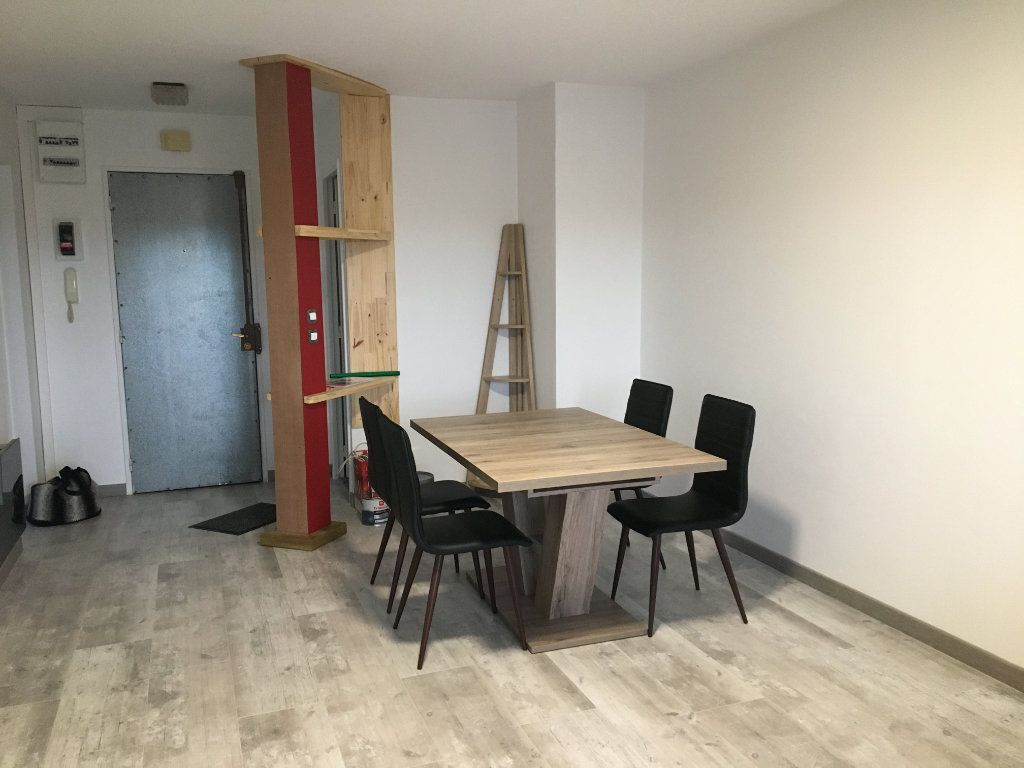Appartement à louer 3 55.01m2 à Dax vignette-1