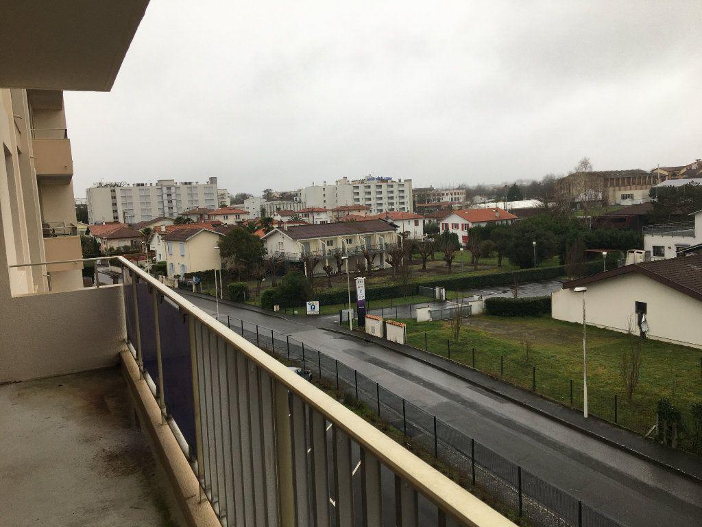 Appartement à louer 3 55.01m2 à Dax vignette-3
