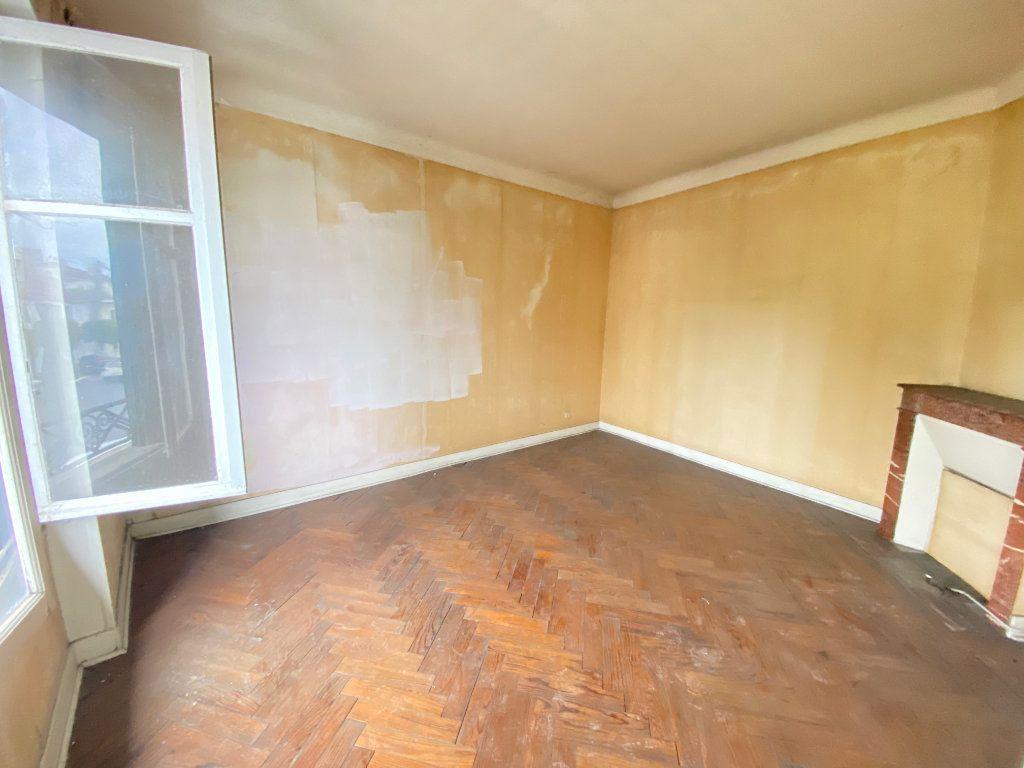 Appartement à vendre 5 233m2 à Valence vignette-2