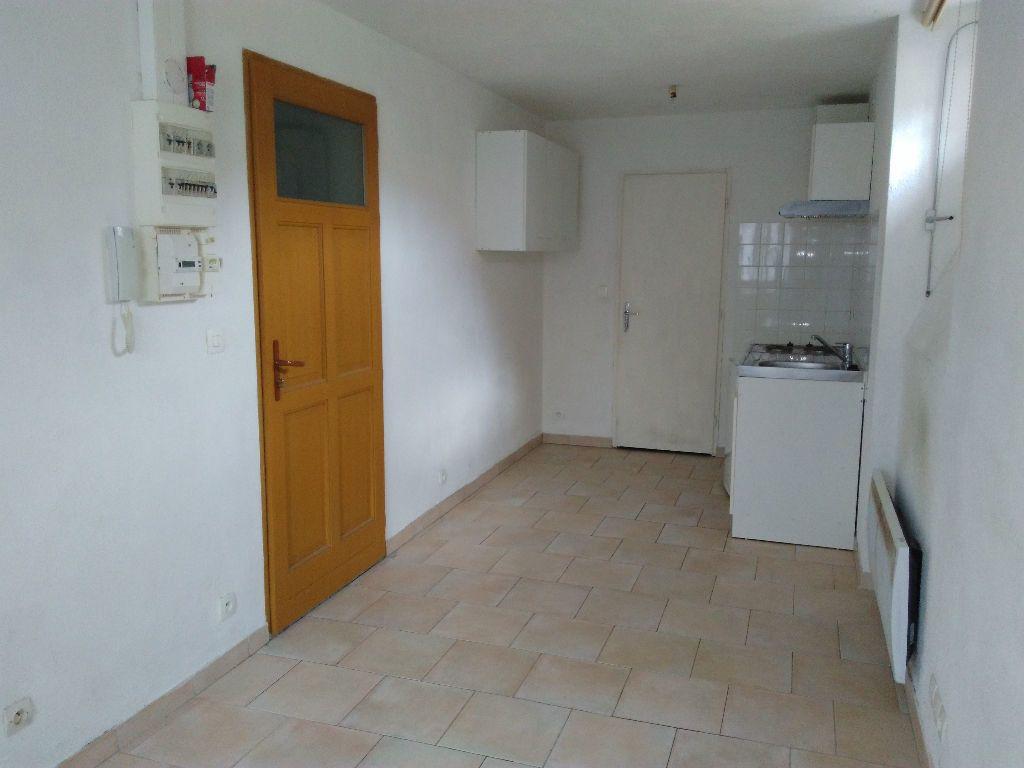 Appartement à louer 1 16.8m2 à Nemours vignette-1