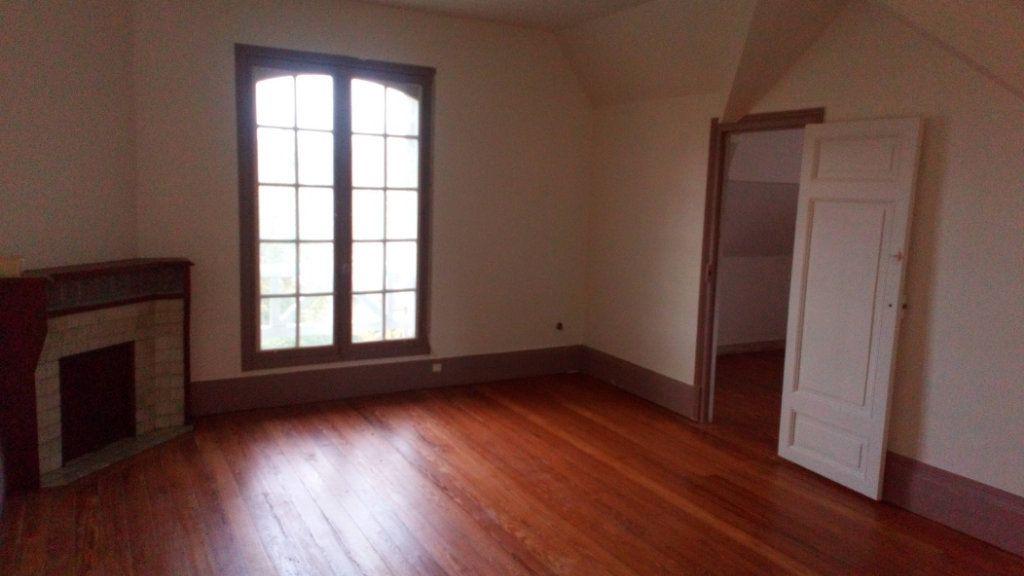 Appartement à louer 3 60m2 à Saint-Pierre-lès-Nemours vignette-1