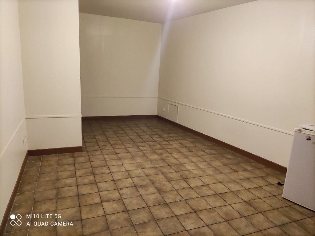 Appartement à louer 1 22.25m2 à Souppes-sur-Loing vignette-1