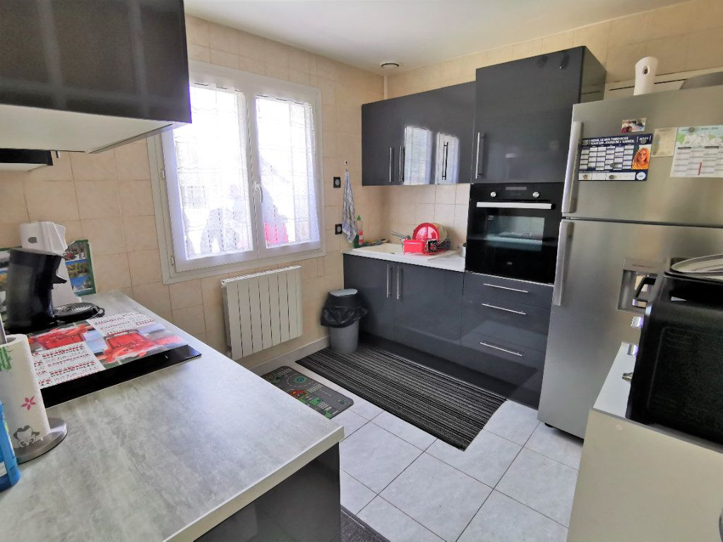 Maison à vendre 5 105m2 à Nemours vignette-3