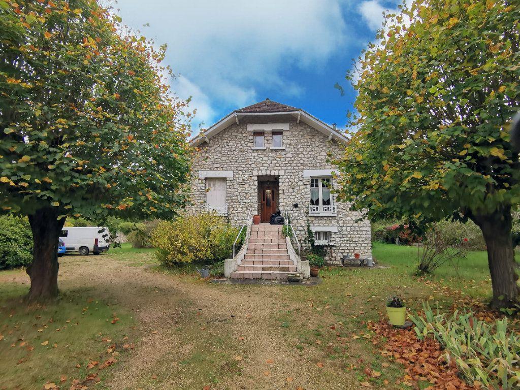 Maison à vendre 5 125m2 à Saint-Pierre-lès-Nemours vignette-1
