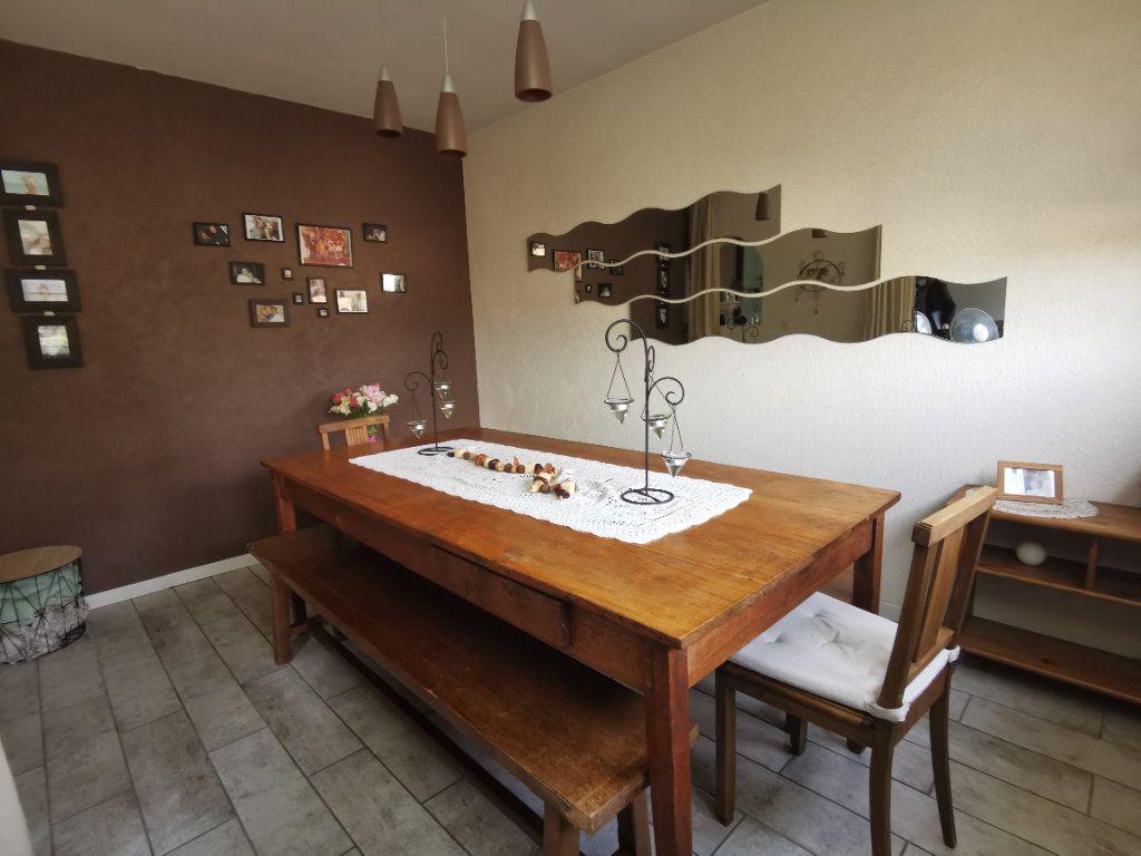 Appartement à vendre 5 91.37m2 à Nemours vignette-3