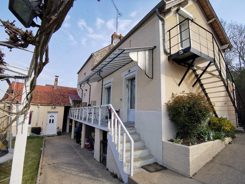 Maison à vendre 6 120m2 à Nemours vignette-1