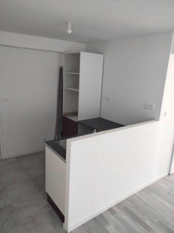 Appartement à louer 4 90.32m2 à Puiseaux vignette-2