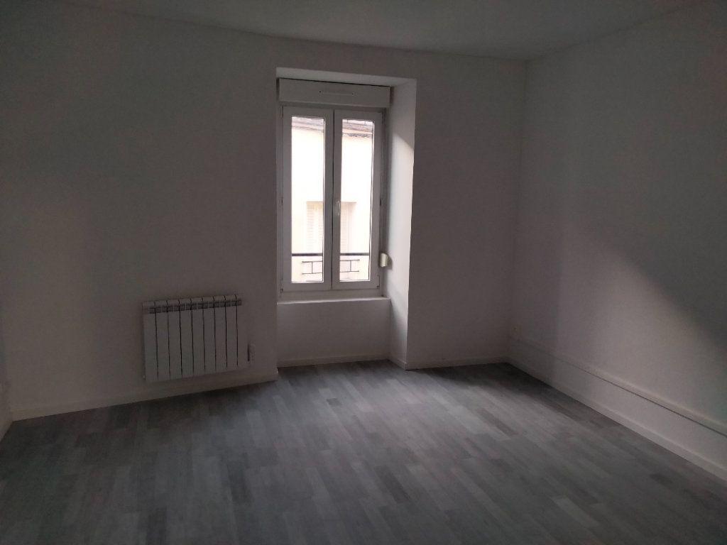 Appartement à louer 4 90.32m2 à Puiseaux vignette-3