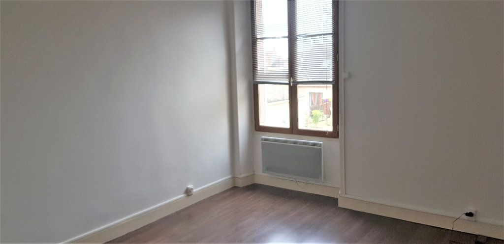Appartement à louer 2 46.74m2 à Égreville vignette-3