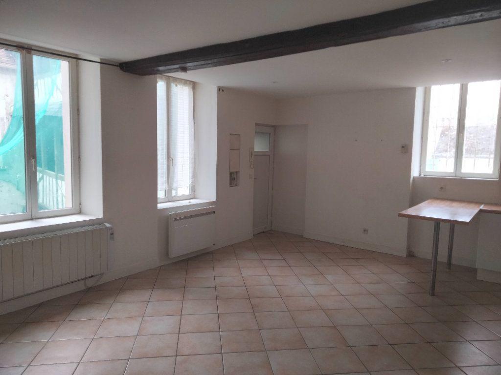 Appartement à louer 3 55.26m2 à Nemours vignette-1