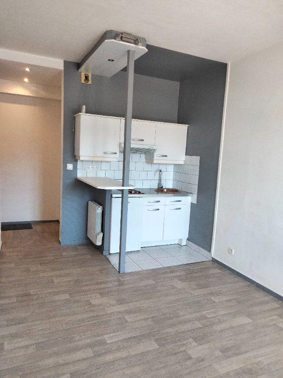 Appartement à louer 1 21.97m2 à Nemours vignette-2