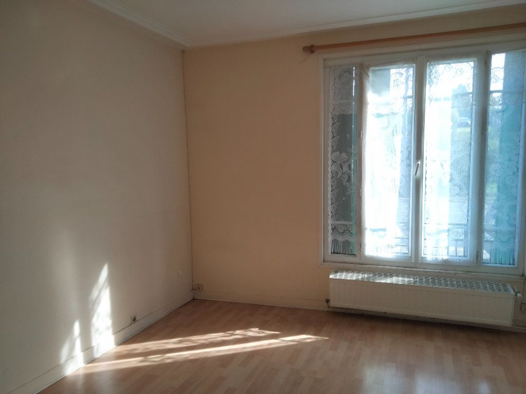 Appartement à louer 1 23m2 à Nemours vignette-1