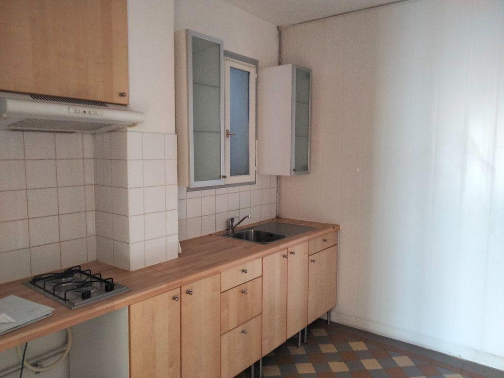 Appartement à louer 1 23m2 à Nemours vignette-3