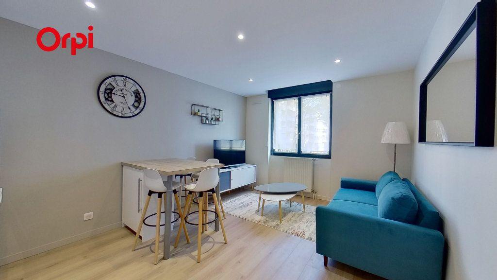 Appartement à louer 2 31m2 à Lyon 3 vignette-1