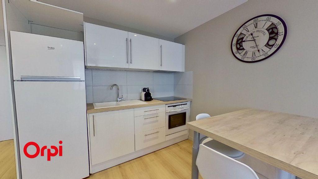 Appartement à louer 2 31m2 à Lyon 3 vignette-2