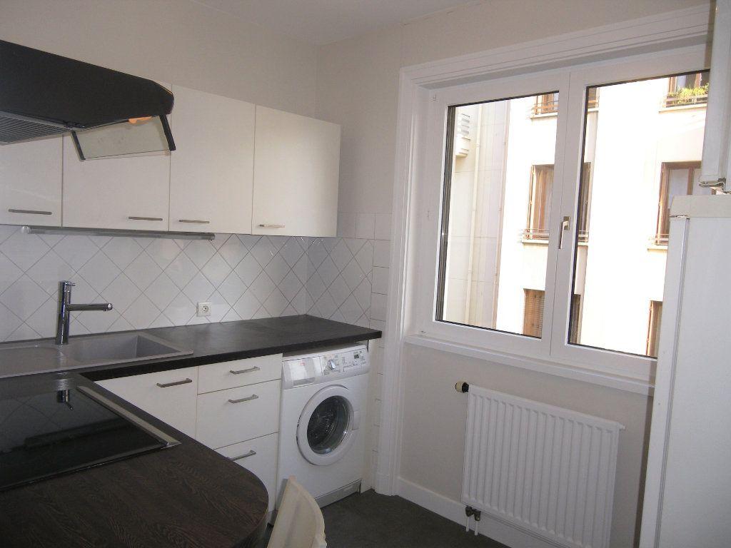 Appartement à louer 2 53.35m2 à Lyon 6 vignette-2