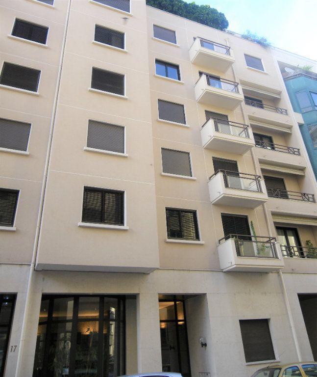 Appartement à louer 2 53.35m2 à Lyon 6 vignette-5