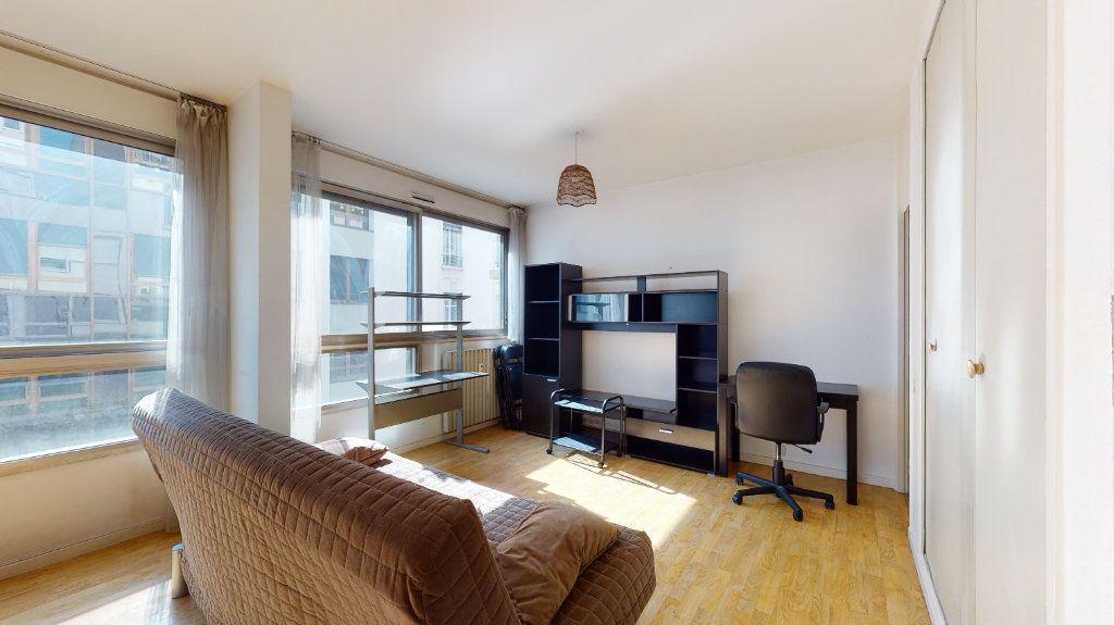 Appartement à louer 1 32.87m2 à Lyon 6 vignette-1
