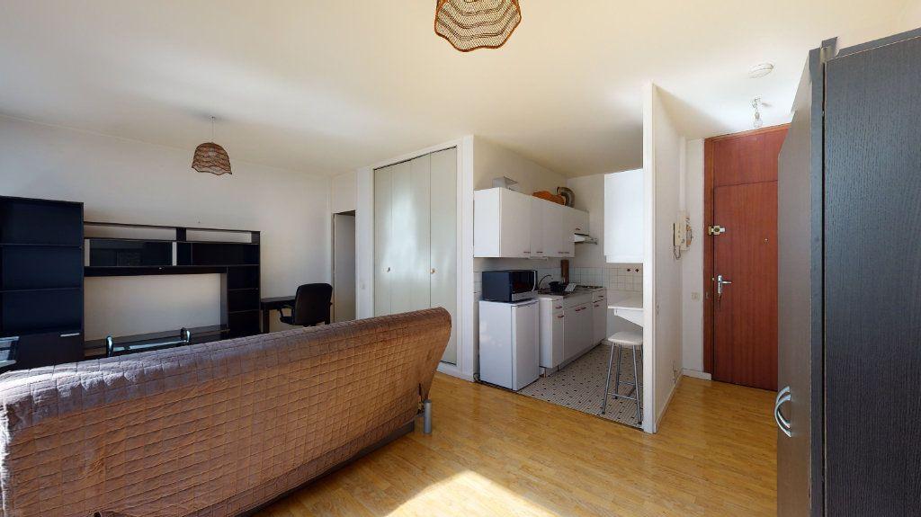 Appartement à louer 1 32.87m2 à Lyon 6 vignette-2
